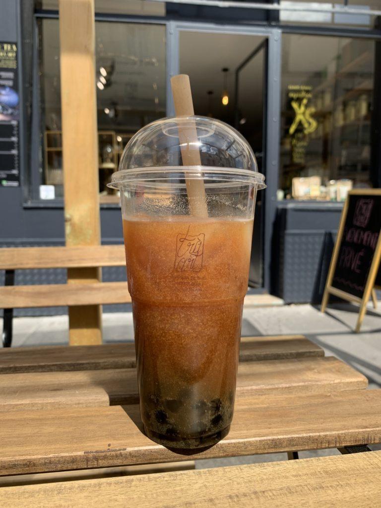 Bubble tea, thé noir sésame noir et crème de coco avec perle de tapioca, Trà Art